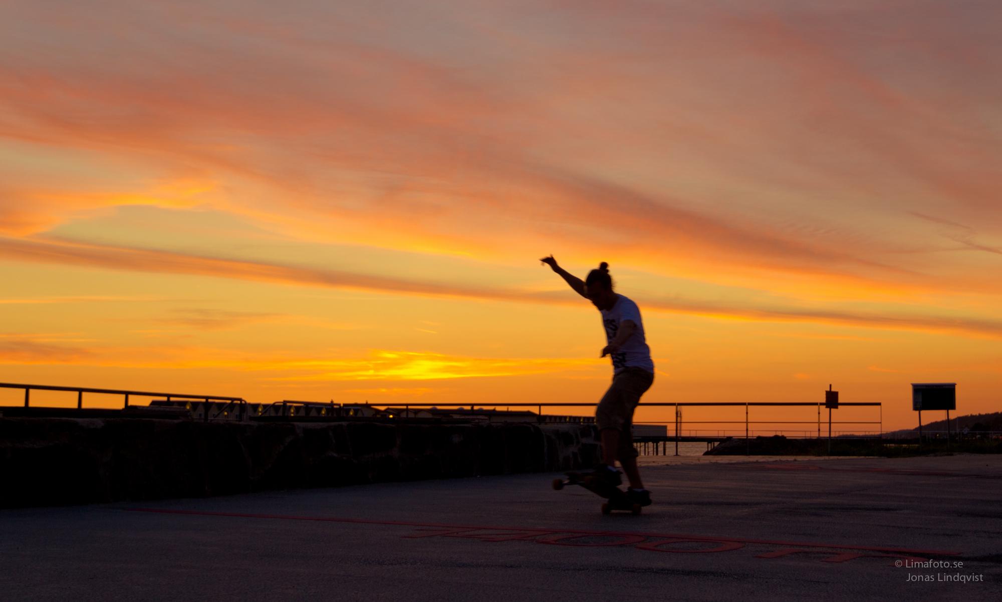 Skate_in_the_night